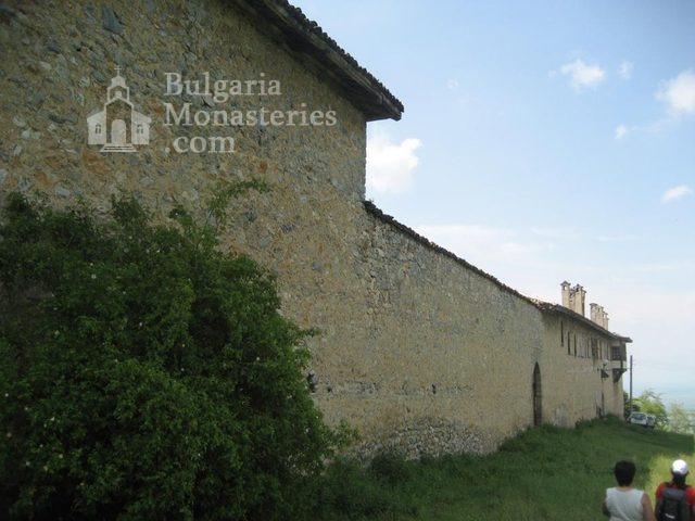 Мулдавски манастир - Манастирът от вън (Снимка 4 от 31)