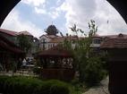Обрадовски манастир - Манастирският двор