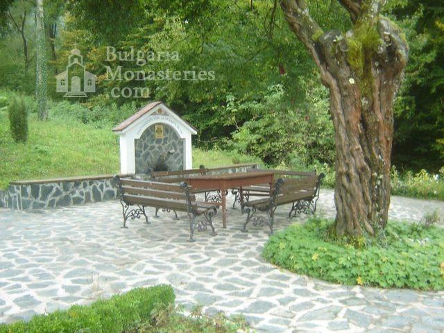 Правешки манастир - Барелефи в църквата (Снимка 6 от 21)