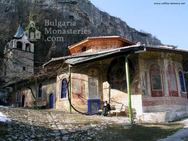 Преображенски манастир - Църквата и камбанарията (Снимка 2 от 29)