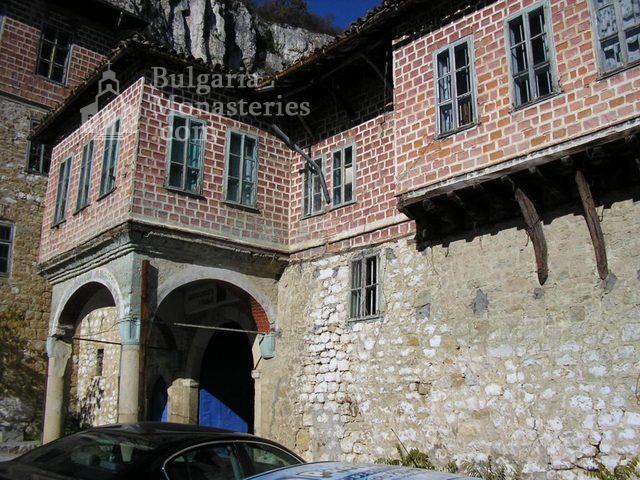 Преображенски манастир - Входа на манастира (Снимка 4 от 29)