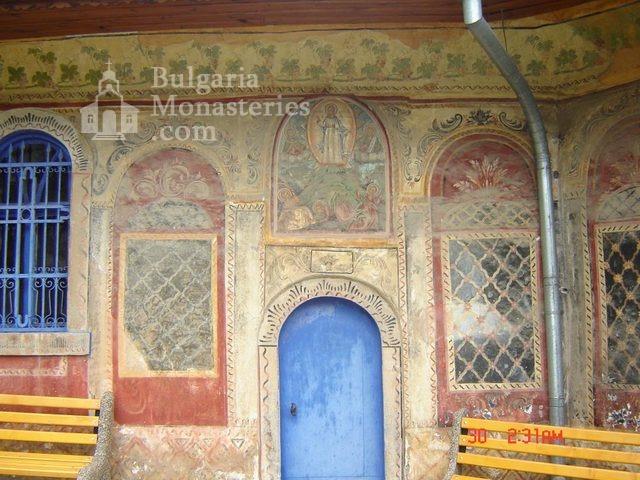 Преображенски манастир - Входа на църквата (Снимка 12 от 29)