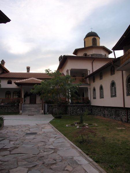 Ресиловски манастир - Манастирският двор (Снимка 14 от 29)