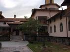 Ресиловски манастир - Манастирският двор
