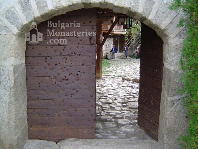 Роженски манастир  - Манастирската порта (Снимка 4 от 16)