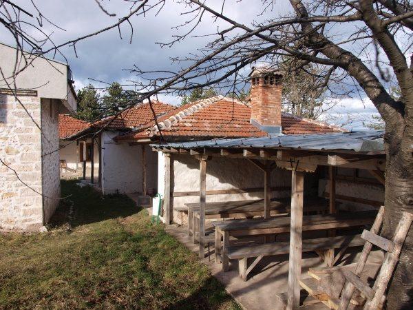 Смолянски манастир - Вътрешен двор и жилищни сгради (Снимка 6 от 9)
