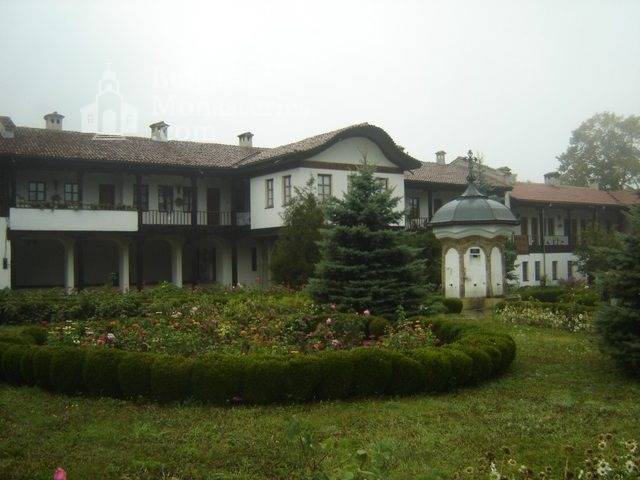 Соколски манастир (Снимка 2 от 40)
