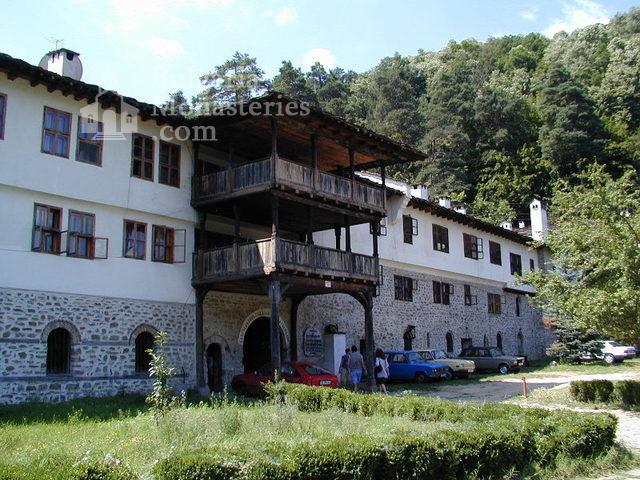 Троянски манастир - Комплексът от вън (Снимка 3 от 50)