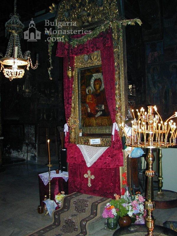 Троянски манастир - Олтарът на църквата (Снимка 16 от 50)