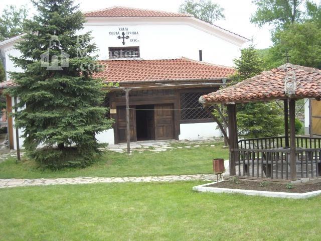 Устремски манастир (Снимка 1 от 23)