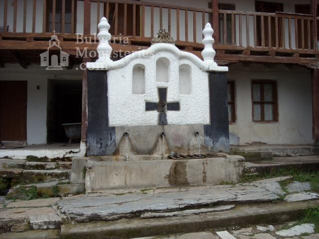 Устремски манастир (Снимка 2 от 23)