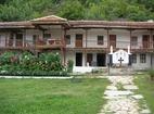 Устремски манастир - Жилищните сгради