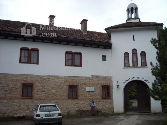 Устремски манастир - Комплексът от вън (Снимка 6 от 23)