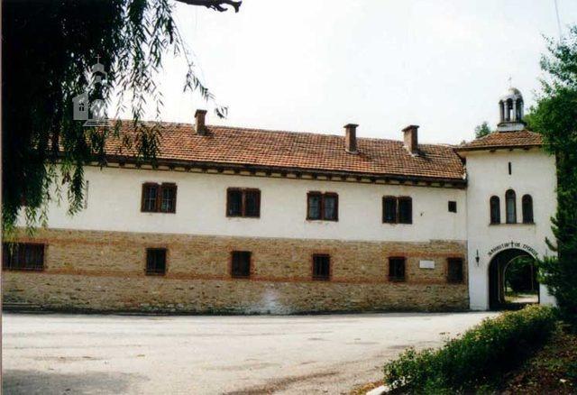 Устремски манастир - Комплексът от вън (Снимка 19 от 23)