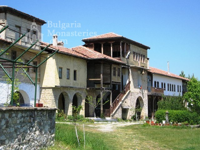 """Arapovski Monastery """"St. Nedelya"""" - The complex from inside (Picture 5 of 27)"""