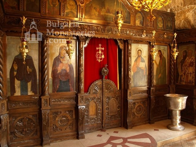 Basarbovo Monastery   - The altar (Picture 19 of 34)