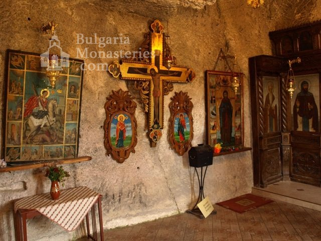 Basarbovo Monastery   - The church (Picture 18 of 34)