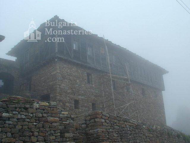 Glozhene Monastery (Picture 5 of 33)