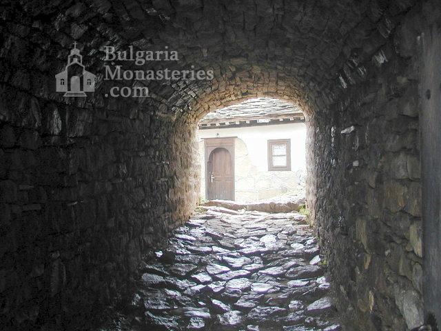 Glozhene Monastery (Picture 6 of 33)