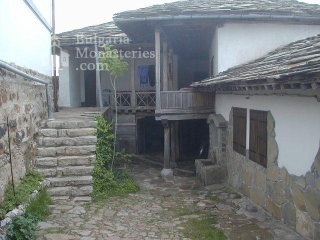 Glozhene Monastery (Picture 8 of 33)