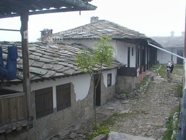 Glozhene Monastery (Picture 15 of 33)