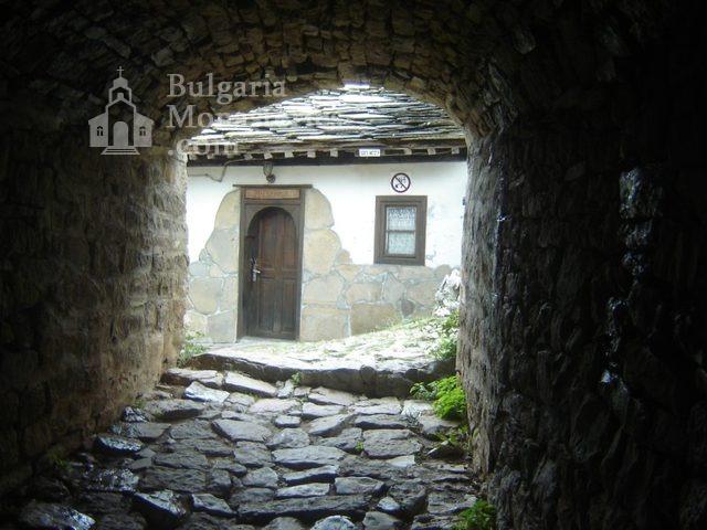 Glozhene Monastery (Picture 23 of 33)