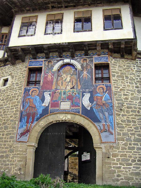 Kapinovo Monastery - The gate of the holy shrine (Picture 11 of 20)