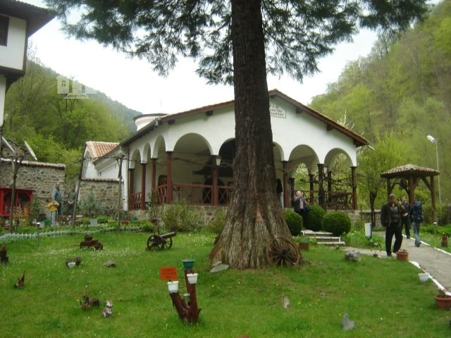 Osenovlashki Monastery (Picture 4 of 27)