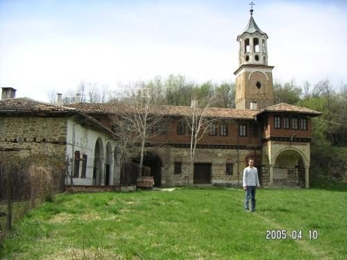 Plakovski Monastery - The building with the church tower (Picture 5 of 12)