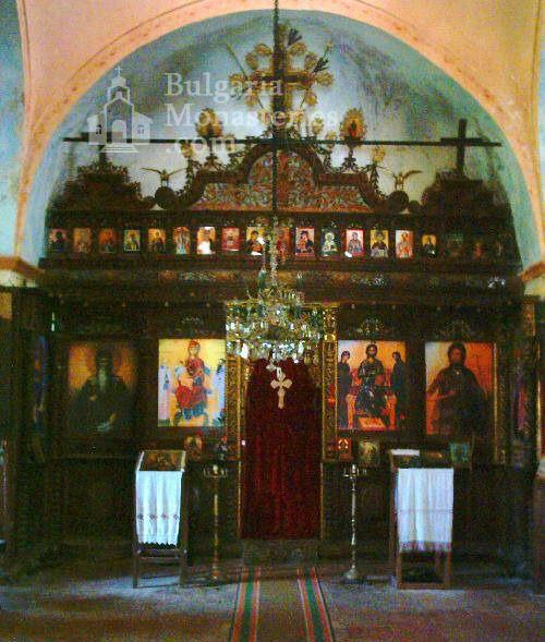 Plakovski Monastery - The iconostasis (Picture 7 of 12)